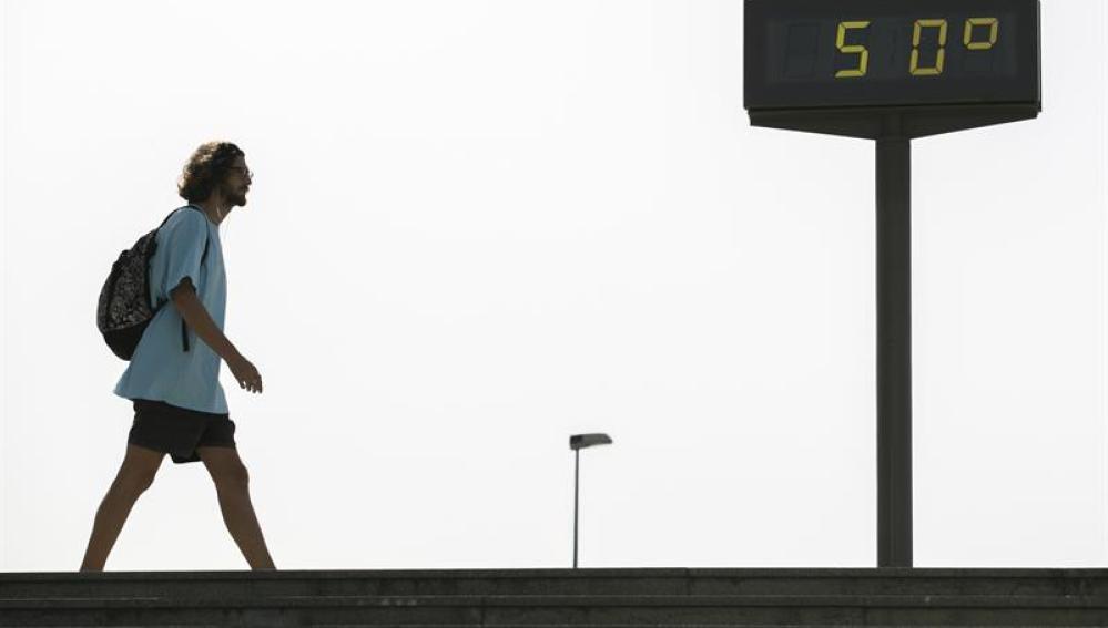 El termómetro marca 50 grados en Sevilla