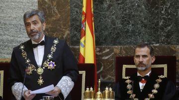 Carlos Lesmes junto al Rey Felipe VI