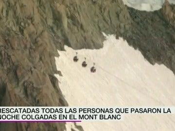 Frame 9.731513 de: Una avería en un teleférico del Mont Blanc obliga a 33 turistas a pasar la noche a 3.800 metros de altura