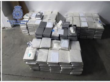 Fotografías facilitadas por la Policía Nacional que ha intervenido 535 kilos de cocaína ocultos en un contenedor de especias