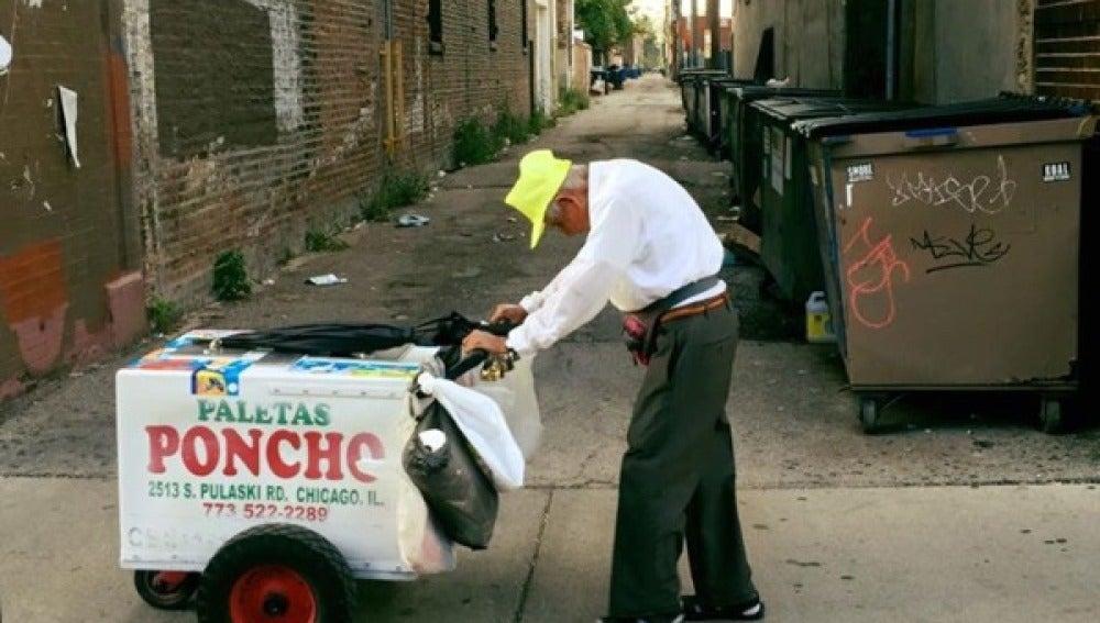 Vendedor de helados de 89 años en Chicago