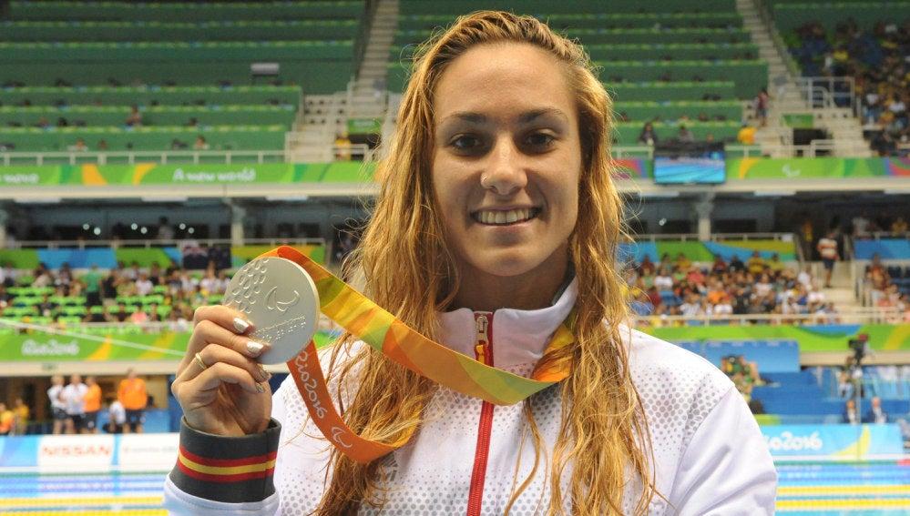 Sarai Gascón, con su medalla de plata.