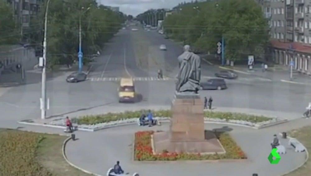 Frame 1.717537 de: BUS RUSIA