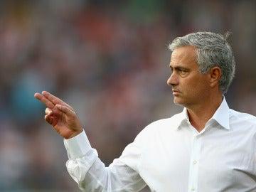 Mourinho confía en que Pogba mejorará con la ayuda del equipo