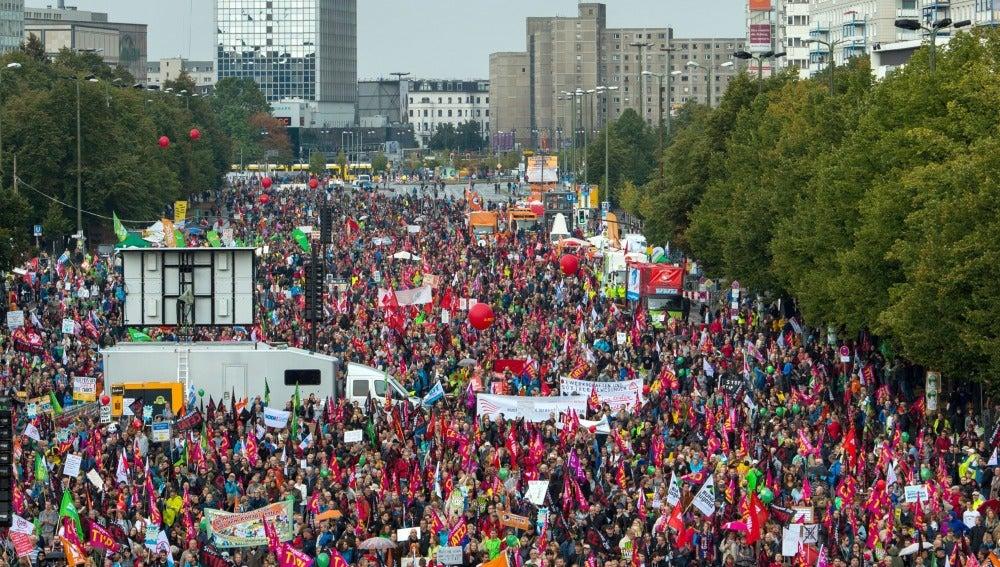 Imagen de una manifestación en Berlín en protesta contra los proyectados acuerdos de libre comercio