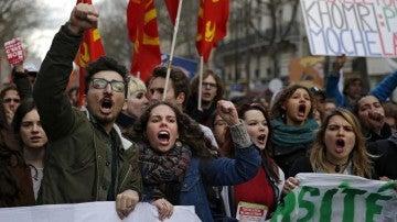 Las protestas en Francia contra la reforma laboral aprobada por Hollande se convierten en resistencia