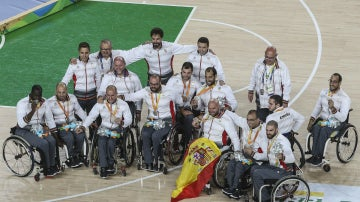 La selección española luce la plata en baloncesto
