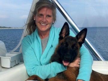 Ryeen y su dueña Kirstin durante el viaje en la embarcación