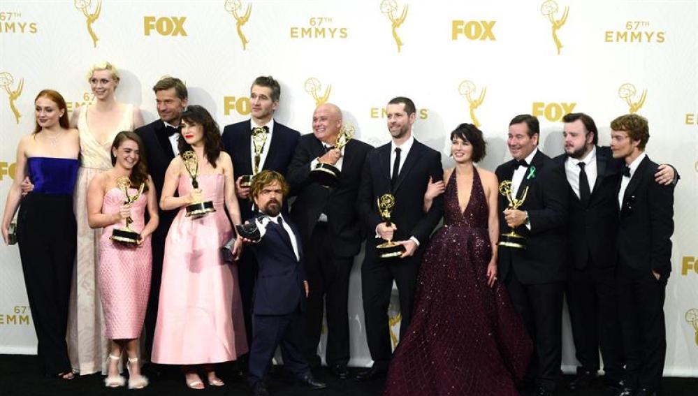 El reparto de Juego de Tronos posa en los Emmy