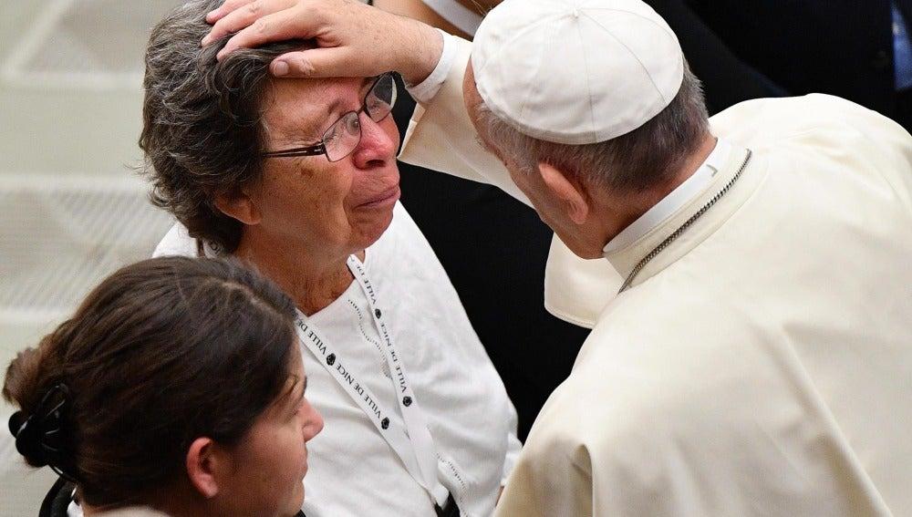 El papa Francisco se reúne con los familiares de las víctimas del atentado de Niza
