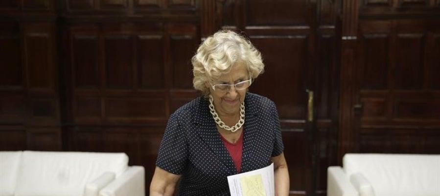 """Carmena baja el IBI en los barrios """"más dañados por la crisis"""" y sube las tasas de los 'coches de lujo'"""