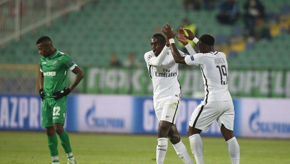 Matuidi celebra junto a Aurier su gol contra el Ludogorets