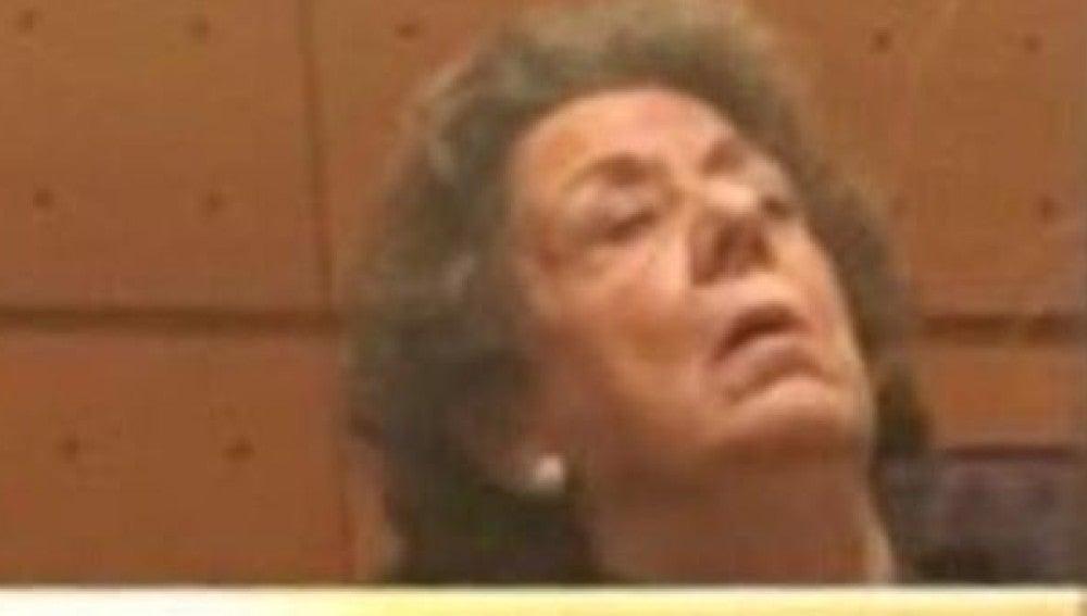 Rita Barberá se duerme en su vuelta al Senado