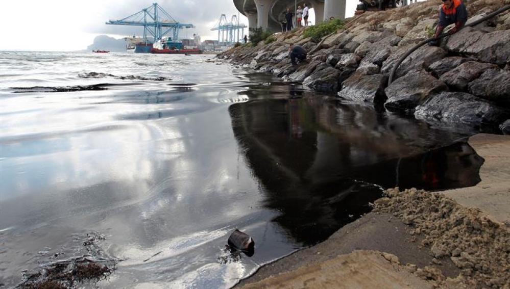 Vertido de crudo en Algeciras