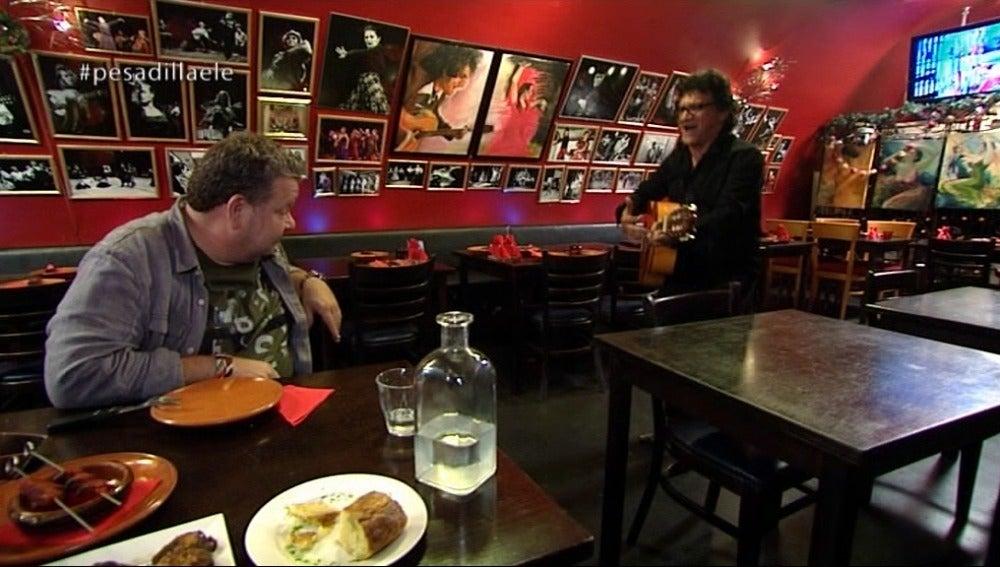 Fermín le canta una rumba a Alberto Chicote