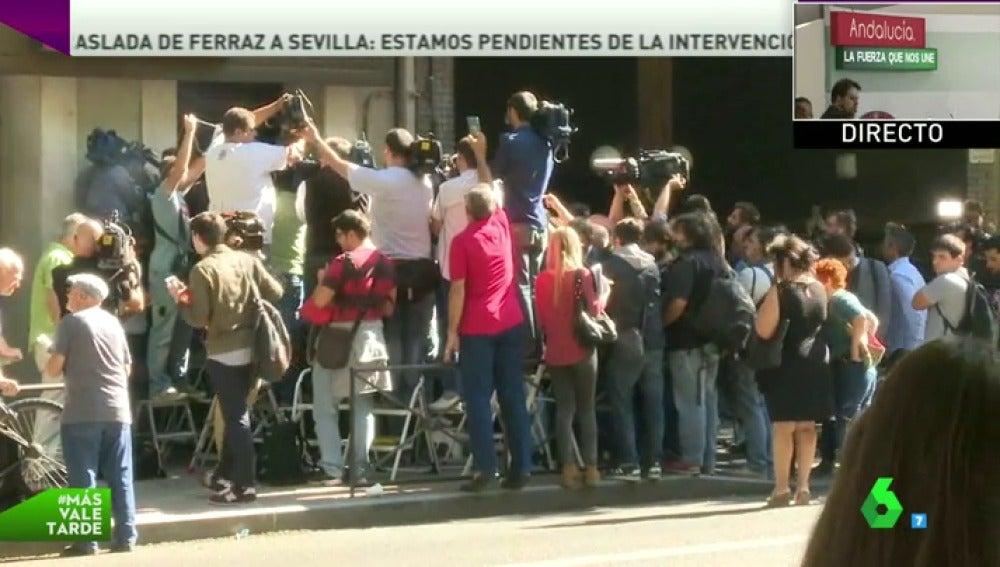 Frame 2.945497 de: De los despachos a la calle, la guerra interna del PSOE convierte a Ferraz en el epicentro de la política