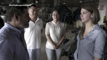 Jalis de la Serna visita un taller de vaqueros en China