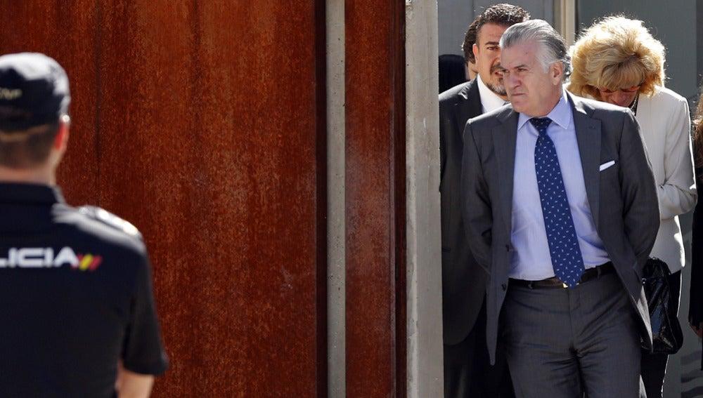 Luis Bárcenas antes de entrar en la Audiencia Nacional