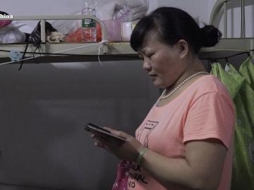 Una mujer china que vive en una fábrica dormitorio