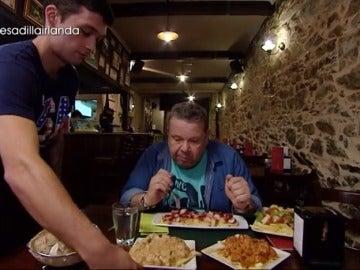 """Frame 4.4485 de: Alberto Chicote no se queda con hambre en el Irlanda: """"Me queréis matar… ¡Vaya raciones! Ni que Galicia fuese una tierra de trolls"""""""