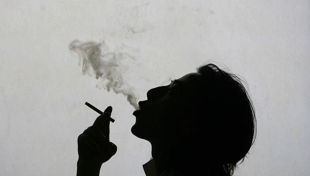 Una fumadora