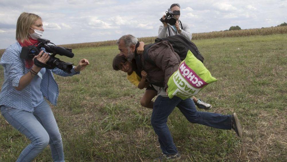 Petra Laszlo intenta frenar al refugiado Obama y a su hijo