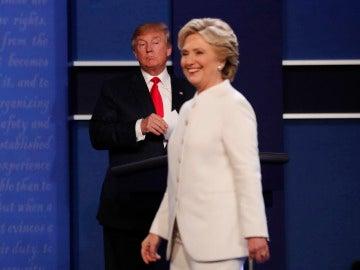 Donald Trump y Hillary Clinton en el último debate televisado antes de las elecciones estadounidenses