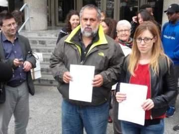 Miembros de 'Coordinadora de Barrios' y 'SOS Racismo' presentan una denuncia por presuntos malos tratos contra los inmigrantes del CIE de Aluche
