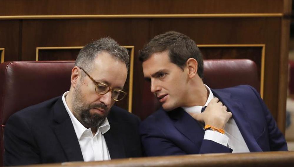 Albert Rivera comparte confidencias con Girauta en el Congreso de los Diputados