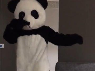 Patrice Evra se viste de panda para protestar contra el racismo