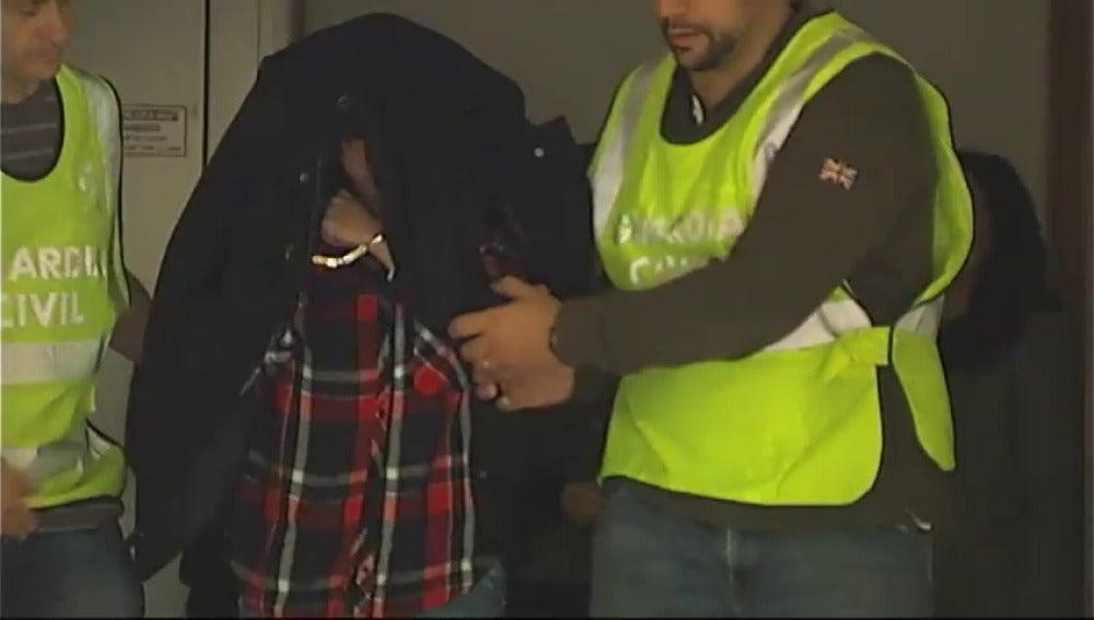 Frame 0.0 de: La mujer detenida por la denuncia falsa en Bembibre se justifica alegando que tenía miedo y quería defenderse