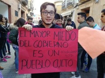 Un estudiante protesta contra la Lomce