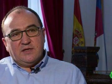 """Frame 34.660231 de: Pedro Muñoz, diputado y alcalde: """"Hay gente que en ocho horas no hace nada y otros que en cinco hacen mucho"""""""