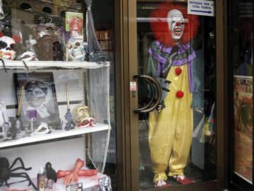 Disfraz de payaso en una tienda