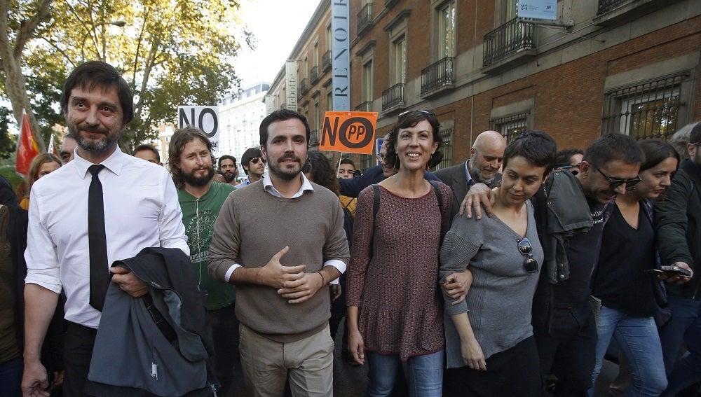 """Alberto Garzón y Rafa Mayoral en la manifestación de """"Rodea el Congreso"""""""