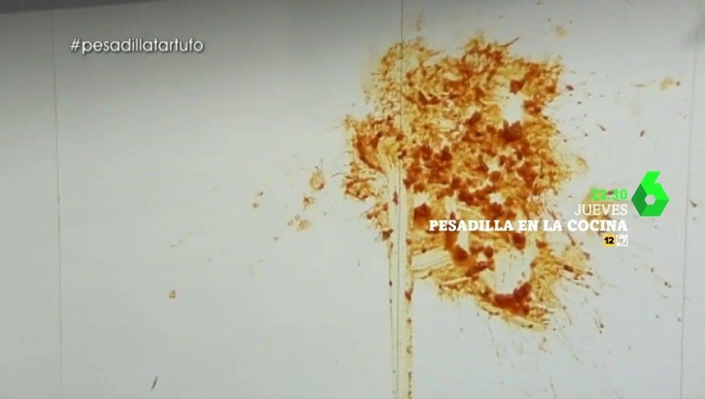 """Frame 4.194016 de: Las excusas de un cocinero ante el desastre en Pesadilla en la cocina: """"Se ha caído un poquito de tomate"""""""