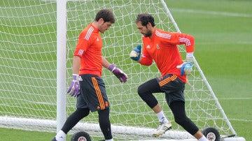 Casillas y Diego López, en su época en el Real Madrid