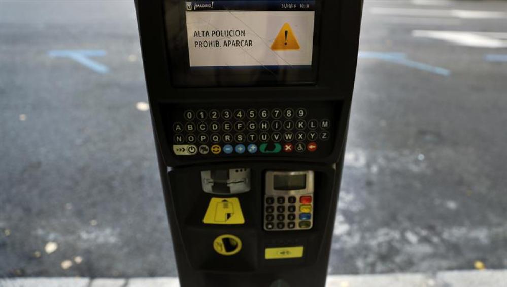 El mensaje que aparece en los parquímetros del centro de Madrid