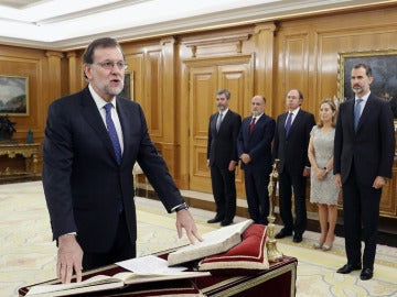 Rajoy jura su cargo como Presidente ante el rey
