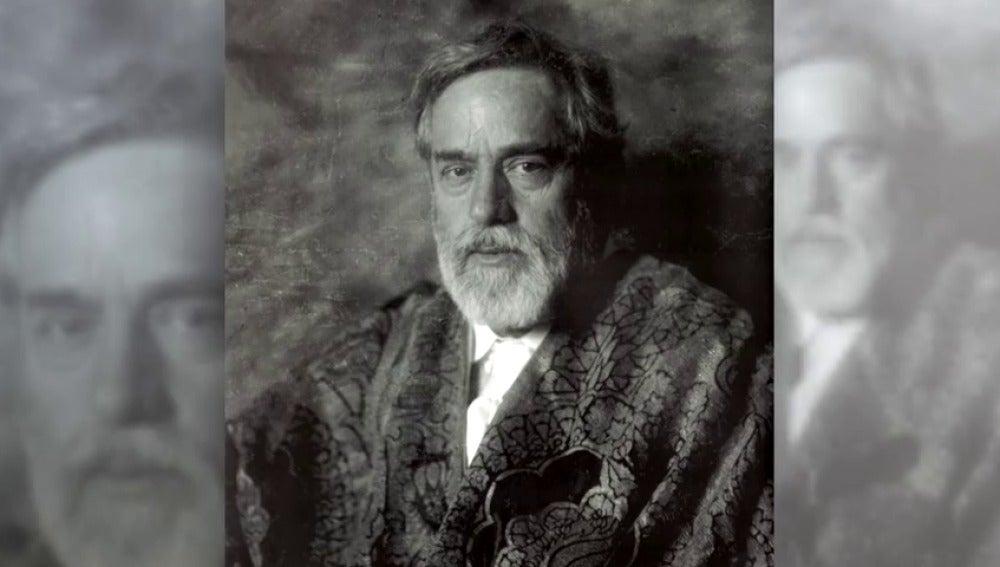 Frame 6.154088 de: Mariano Fortuny, arte mucho más allá del diseño del vestido 'Delphos'