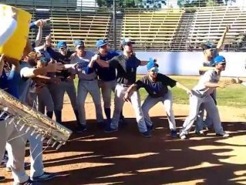 Un equipo de béisbol se anima con el #mannequinchallenge