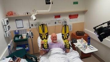 Les Brierley recuperándose en el hospital