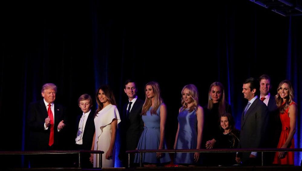 Donald Trump junto a su familia