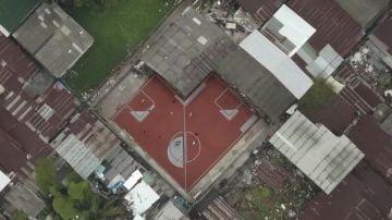 Un barrio de Bangkok, escenario inaudito por sus imposibles canchas de fútbol
