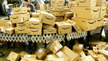 Las devoluciones de regalos en Estados Unidos contaminan lo mismo que tres millones de coches en un año