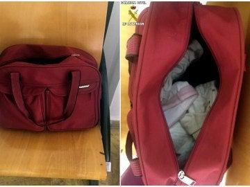 Fotografía facilitada por la Guardia Civil del bolso donde dos mujeres, detenidas en Melilla, ocultaban a un bebé, de tan solo un mes de vida y que presentaba síntomas de asfixia, cuando iban a pasar la frontera desde Marruecos.