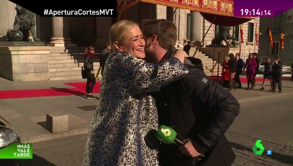 Frame 73.668719 de: Los besos de Cifuentes, el buen tiempo o 'laSexta Tarde', el lado más divertido de los políticos
