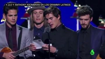 """Frame 61.022392 de: El terrible error de Dvicio al entregar un Grammy póstumo a Juan Gabriel: """"No está, la academia se lo hará llegar"""""""