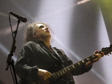 El cantante de The Cure, Robert Smith, durante el concierto
