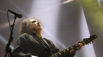 El cantante de The Cure, Robert Smith, durante el concierto